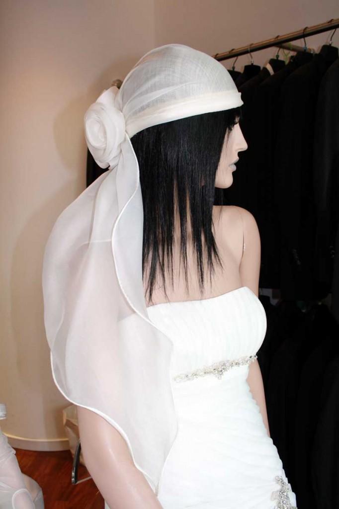 Abiti da sposa a sirena con cappello migliore collezione for Cappelli per matrimonio