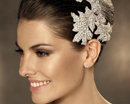 Mini guida accessori capelli sposa 13 Fermaglio-per-i-capelli-da-sposa ahorigb  Acconciatura-sposa-2014-Pronovias-applic 5988fe30823