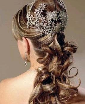 Acconciature capelli ricci 2014