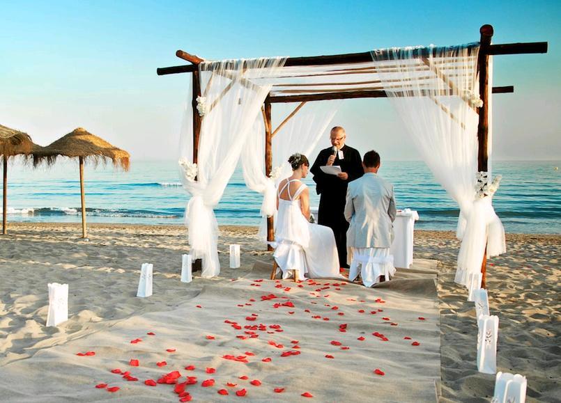 new style a747c 90717 Un matrimonio sulla spiaggia che abito da sposa richiede ...