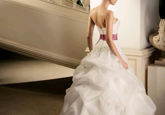 Abiti da sposa ball gown e da principessa look sposa for Sposa che corre