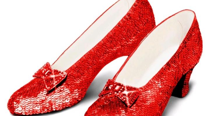 328427cf4bd2f Scarpe da sposa rosse   un idea a partire dalle ruby slipper di Dorothy nel  Mago di Oz
