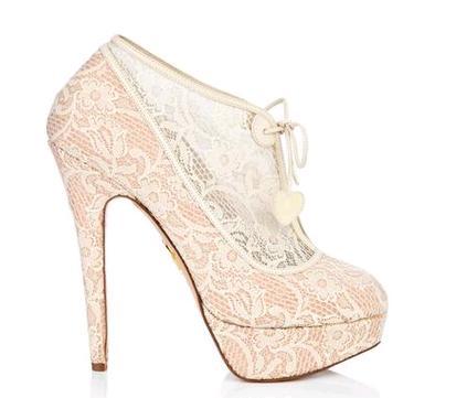 f373eee249710 Charlotte Olympia scarpe sposa pizzo modello Minerva. Scarpe e stivaletti  da sposa in pizzo   i modelli Monroe e Minerva dalla collezione Charlotte  Olympia