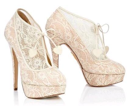 1b9146aebb4c2 Scarpe e stivaletti da sposa in pizzo   i modelli Monroe e Minerva dalla  collezione Charlotte Olympia