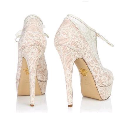 afd72dc45d395 Charlotte Olympia scarpe sposa pizzo modello Minerva2. Scarpe e stivaletti  da sposa in pizzo   i modelli Monroe e Minerva dalla collezione Charlotte  Olympia