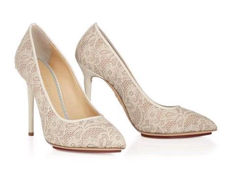 c1838cc7d605a Charlotte Olympia scarpe sposa pizzo modello Monroe. Scarpe e stivaletti da  sposa in pizzo   i modelli Monroe e Minerva dalla collezione Charlotte  Olympia
