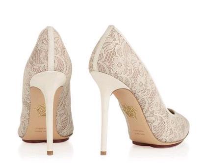 1d5d0fdc49e30 Charlotte Olympia scarpe sposa pizzo modello Monroe2. Scarpe e stivaletti  da sposa in pizzo   i modelli Monroe e Minerva dalla collezione Charlotte  Olympia