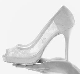 528e8cb38d876 Scarpe da sposa romantiche dalla collezione Rosa Clarà 2014