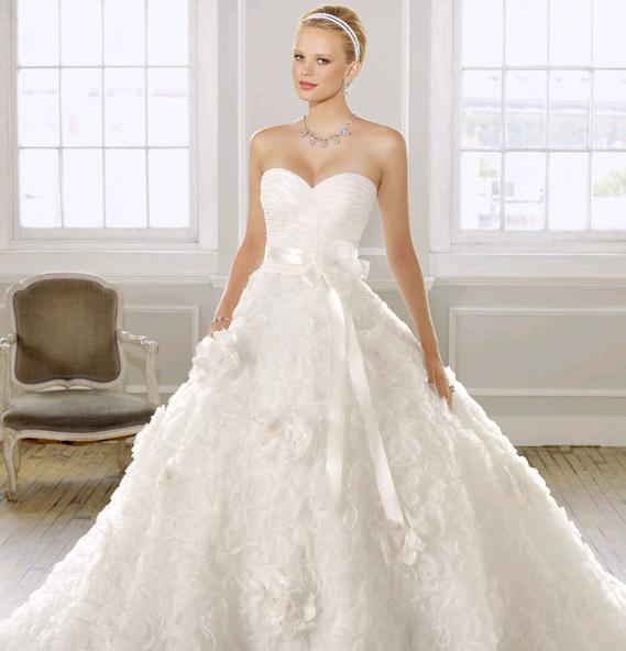 Abiti sposa 2015 fantasie applicazioni floreali2  Look Sposa