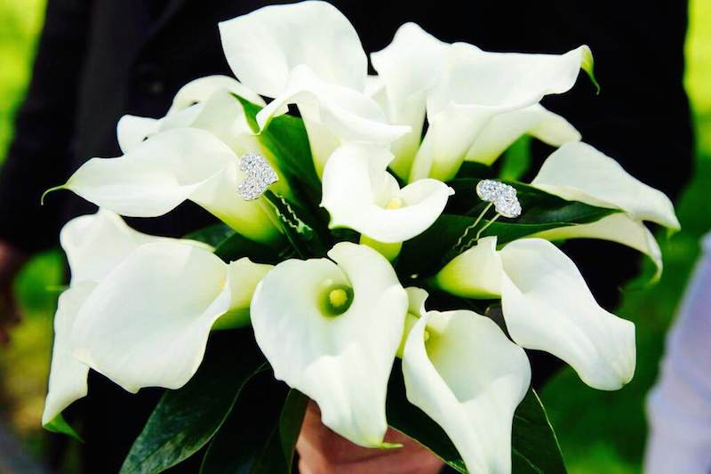 Bouquet aperto voluminoso con gioielli
