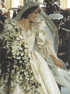 fa7b475600c5 Lady Diana abito sposa ai figli per testamento7