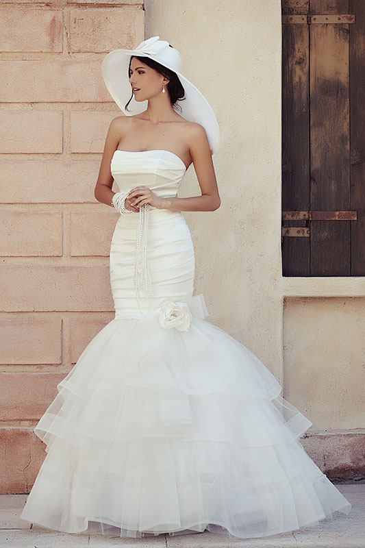 f6d6671b1337 1 Mermeid-dress-abito-sposa-direna-collezi Spose con il cappello.