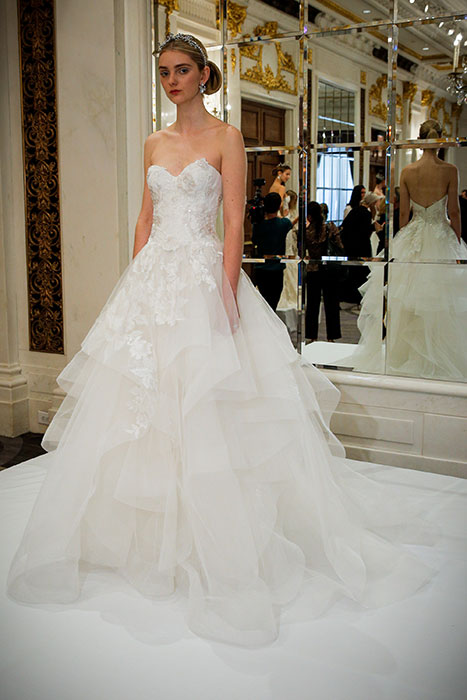 616fe1429f44 Abiti sposa 2016 Marchesa New York Bridal Week 2015. New York Bridal Week  Aprile 2015   una panoramica sugli abiti da sposa primavera – estate 2016
