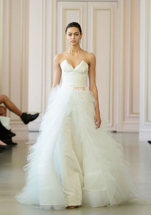d98700340855 Abiti sposa 2016 Oscar De La Renta 1 New York Bridal Week 2015. New York  Bridal Week Aprile 2015   una panoramica sugli abiti da sposa primavera –  estate ...