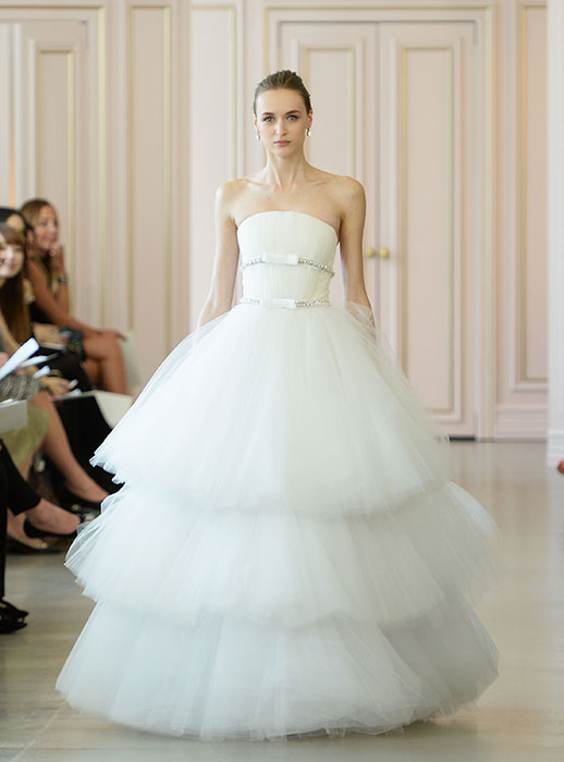 e2cd557320ec Abiti sposa 2016 Oscar De La Renta 5 New York Bridal Week 2015. New York  Bridal Week Aprile 2015   una panoramica sugli abiti da sposa primavera –  estate ...