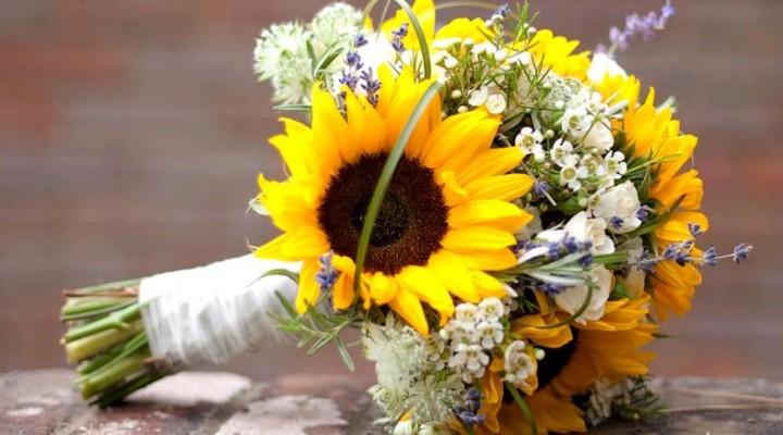 Matrimonio Girasoli E Spighe : Girasoli e bouquet da sposa look