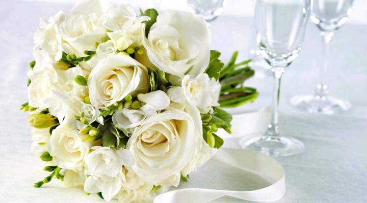 Matrimonio Girasoli E Rose Bianche : Bouquet sposa look