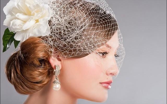 Il fascinator tra gli accessori da sposa per capelli più gettonati del 2016 509f0fc6b3c