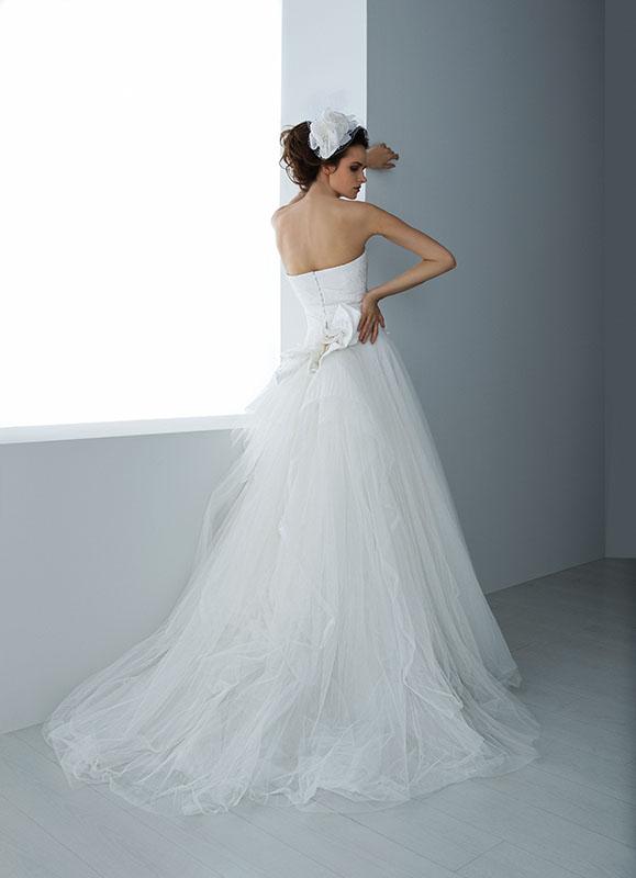 Fascinator accessorio sposa 2016 esempio Valentini Spose1. Il fascinator tra  gli accessori da sposa per capelli più gettonati del 2016 a84fbd1d040