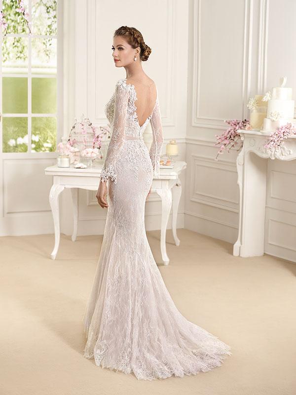 aae16625b5ad Maniche lunghe vestiti sposa 2016 esempio Fara