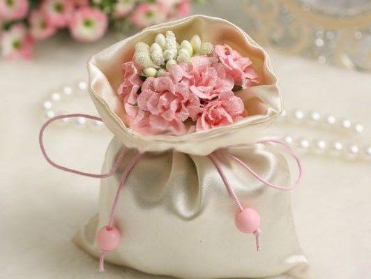 Matrimonio Tema Mare Enzo Miccio : La wedding bag per gli invitati di matrimonio i consigli