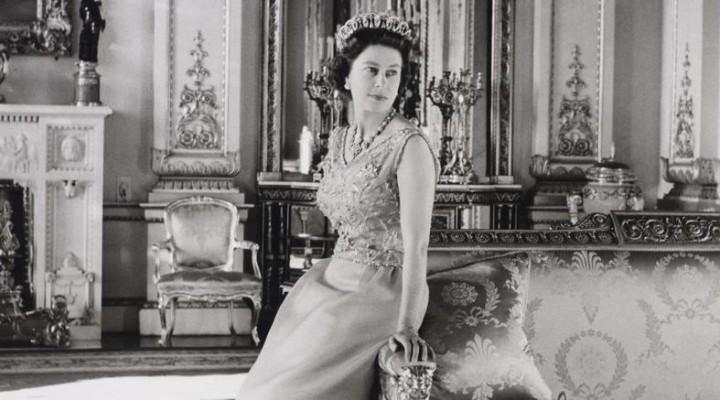 L abito da sposa della regina elisabetta ii in mostra a for La regina elisabetta 2